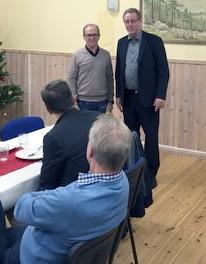 Yngve Gustafsson, vd och mejerichef för Wermlands Mejeri till vänster. Bengt Palmqvist, Mejeritekniskt Forums ordförande, till höger